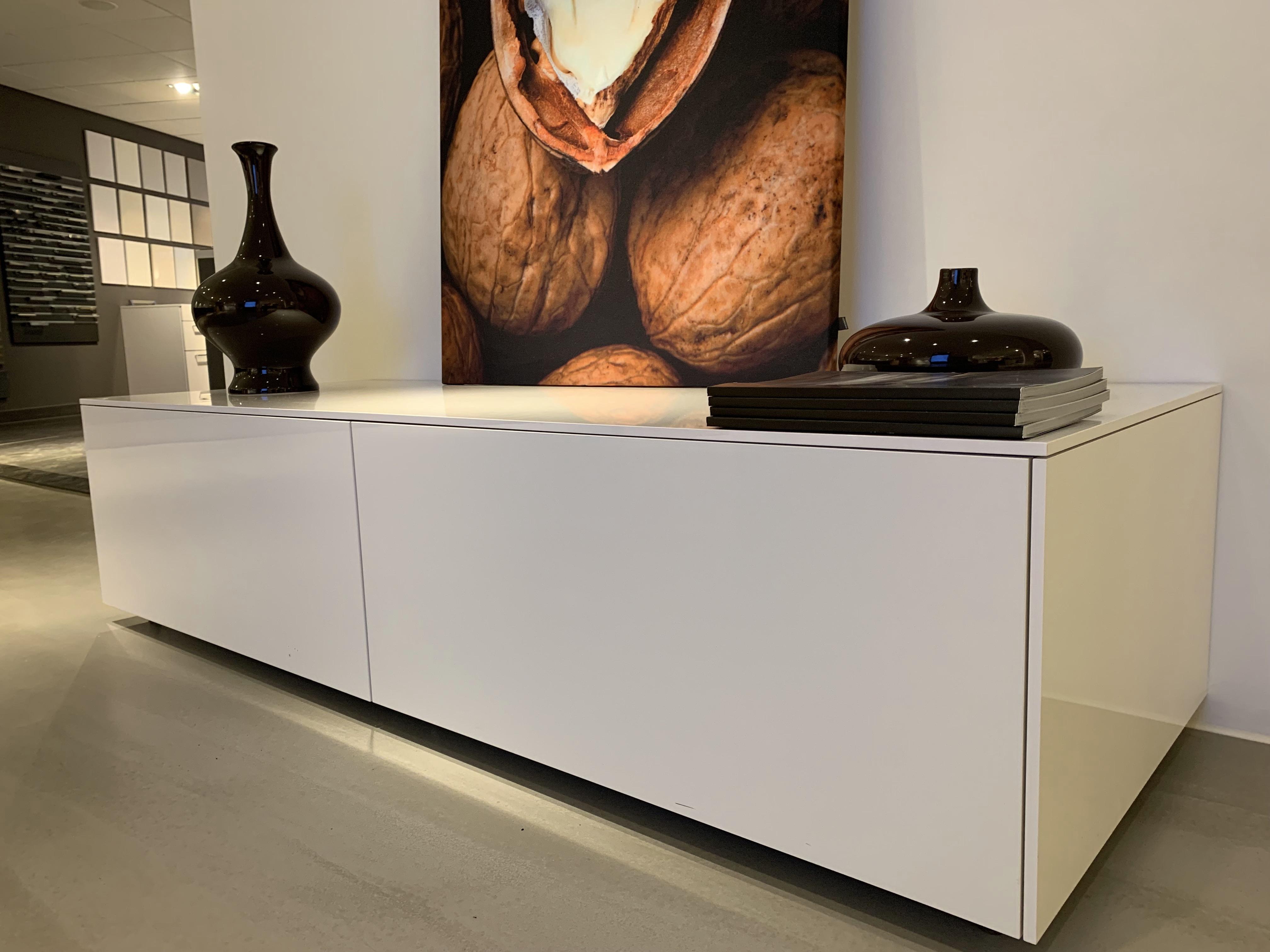 Bulthaup B3 Sideboard In Hoogglans Wit Acrylaat Toonzaalkeukens Nl